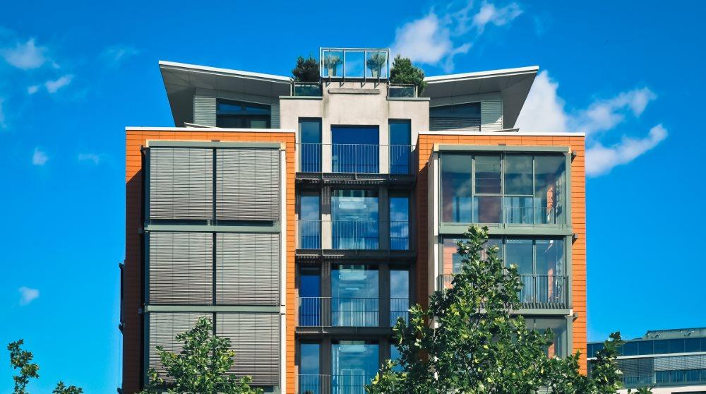 Zusammenstellung wichtiger Energiemaßnahmen für Vermieter durch sense electra / Foto: ein Wohngebäude