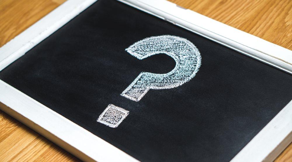 FAQs sense electra / Foto: Schiefertafel mit einem Fragezeichen